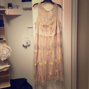 Jessica Howard pink/nude embroidered dress